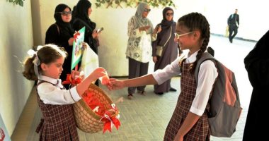 مدارس البحرين تستقبل الطلاب بالبلالين والشخصيات الكارتونية