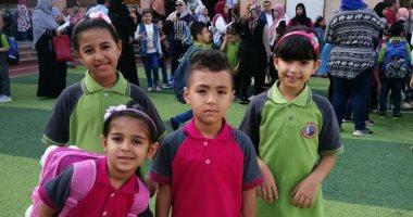 أول يوم مدرسة.. طلاب بمدارس العاشر من رمضان يشاركون اليوم السابع فرحتهم