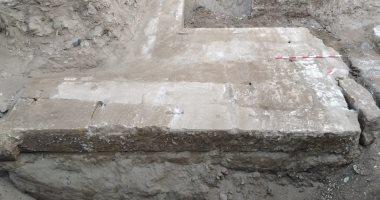 شاهد.. صور جديدة من الأحجار المكتشفة فى موقع كوم أشقاو بسوهاج