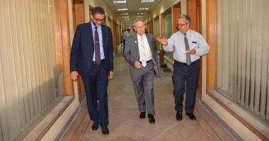 رئيس جامعة أمريكية يتفقد كلية التجارة جامعة الإسكندرية