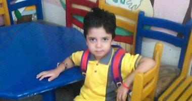 أول يوم مدرسة.. أشرف يشارك بصورة ابنه فى أول يوم دراسى بـ k2