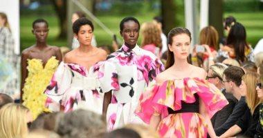 البساطة والرقة عنوان عرض أزياء كارولينا هيريرا فى أسبوع الموضة بنيويورك