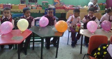 صور.. مدارس الأقصر تستقبل التلاميذ بالبالونات والهدايا بأول يوم دراسة