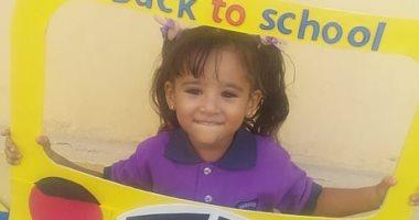 أول يوم مدرسة.. أحمد يشارك بصور ابنته ساجدة فى kg1