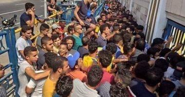 الإسماعيلاوية يتوافدون على منافذ بيع تذاكر مبارة أهلى بنى غازى بالبطولة العربية