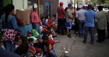 طالبو اللجوء المكسيكيون يفترشون جسر العبور للولايات المتحدة انتظارا للدخول