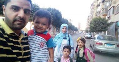 فى جو أسرى.. أحمد يشارك بصورة طفليه فى أول يوم دراسة