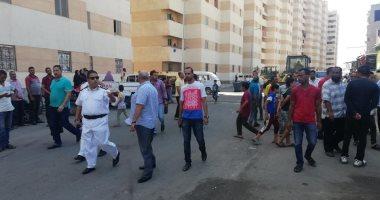 حملات لإزالة الإشغالات وغلق المحلات المخالفة بـ3 أحياء بالإسكندرية