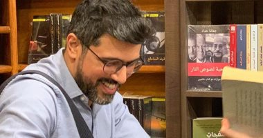 """صور.. سعود السنعوسى يوقع روايته """"ناقة صالحة"""" بمكتبة تنمية فى المعادى"""