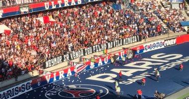 """جماهير باريس سان جيرمان لوالد نيمار: """"بيعه في منطقة الدعارة"""""""