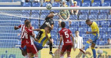 ألميريا يكتسح لاس بالماس بثلاثية ويتصدر دوري الدرجة الثانية الإسباني