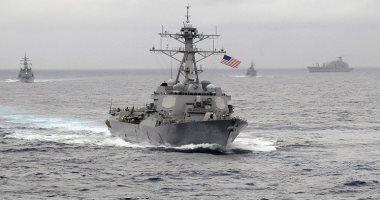 سفينة للبحرية الأمريكية تبحر قرب فنزويلا بعد وصول سفينة شحن إيرانية