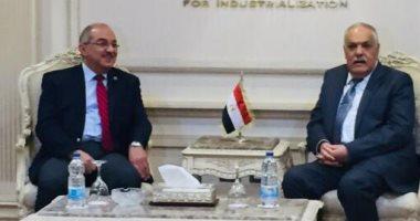 رئيس العربية للتصنيع يستقبل وفد جامعة أسيوط للتعاون فى تجهيز مستشفى الأورام
