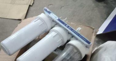 صور.. ضبط مصنع تجميع فلاتر مياه بدون ترخيص يقلد علامة تجارية معروفة بالدقهلية