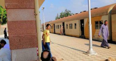 قارئ من أسيوط يدفع ضعف ثمن تذكرة القطار.. والموظف يخبره أنها تعليمات