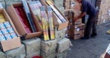 صور لإحباط تهريب 6 ملايين عبوة ألعاب نارية محظورة عبر ميناء الإسكندرية