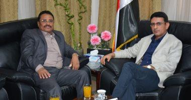 سفير اليمن يبحث سبل تسهيل إجراءات سفر الطلاب الخريجين إلى بلدهم