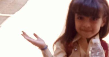 """باليونيفورم واللانش بوكس.. قارئة تشارك بصورة ابنتها """"هنا"""" فى أول يوم مدرسة"""