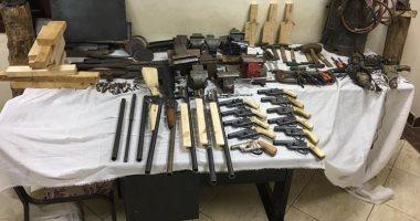 تنفيذ 1100 حكما قضائيا وضبط 57 قطعة سلاح وحشيش بحملة أمنية فى سوهاج