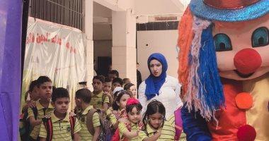 أول يوم مدرسة.. أولياء الأمور يشاركون بصور حفل مدرسة لاستقبال التلاميذ