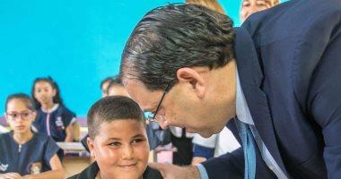 """الشاهد يعود لمنصبه بعد الخسارة المبكرة لانتخابات تونس.. ويتابع """"تحية العلم"""""""