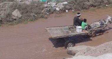أهالى أبو الريش بأسوان يشكون من كسر ماسورة عمومية تتسبب فى انقطاع المياه