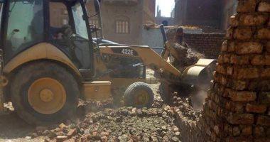 صور.. حملات إزالة تعديات بالبناء على الأراضى الزراعية بسوهاج والمنوفية