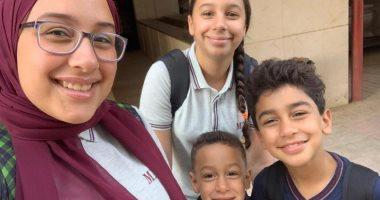 باليونيفورم واللانش بوكس.. أمجد يشارك بصورة لأبنائه الأربعة فى أول يوم مدرسة