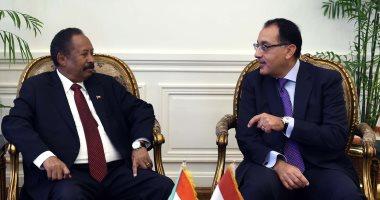 رئيس وزراء السودان: ننظر بإعجاب لتجربة مصر ونتطلع للاستفادة منها اقتصاديا