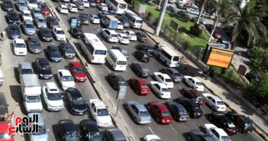 فيديو.. تكدس السيارات بشارع جامعة الدول العربية وانتشار رجال المرور
