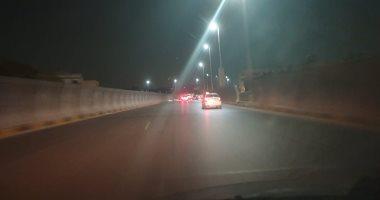 """فيديو.. علامات إرشادية حديثة لتجنب سقوط السيارات من أعلى """"صفط اللبن"""""""