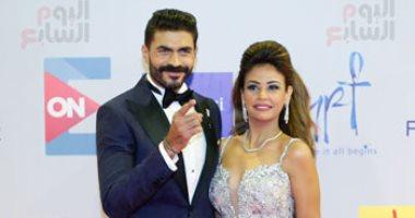 خالد سليم وزوجته على السجادة الحمراء لحفل افتتاح مهرجان الجونة