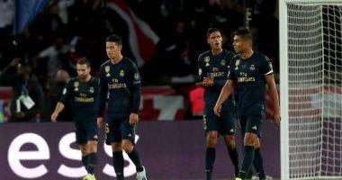 الإندبندنت: الضغوطات تهدد بإقالة زيدان من تدريب ريال مدريد