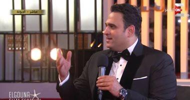 """فيديو.. أكرم حسنى يفتح خزائن أسراره لـ""""ست الحسن"""": أحضر لمفاجأة مع أحمد فهمى"""