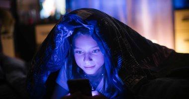 ظلموا ضوء الشاشة الأزرق .. تطبيقات الموبايل السبب وراء إصابتك بالأرق