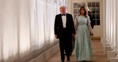 ميلانيا ترامب تتألق بثوب مميز أثناء حضورها مأدبة عشاء رسمية بالبيت الأبيض