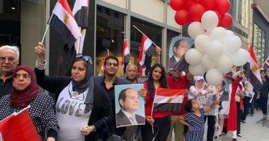 ابناء الجاليه المصريه امام مقر اقامه الرئيس بنويورك