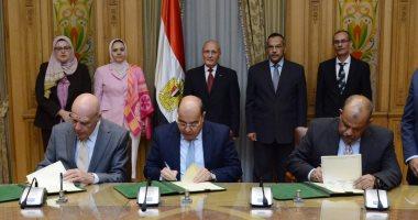 """""""العصار"""" يشهد توقيع مراسم تأسيس شركة للصوب الزراعية مع عالم مصرى بالخارج"""