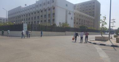 فيديو وصور.. انتظام الدراسة بجامعة الأزهر واستقبال الطلاب بلافتات الترحيب