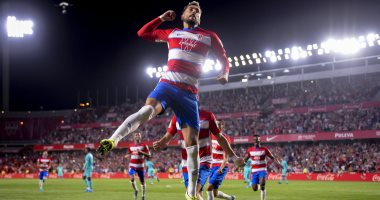 غرناطة يُسقط برشلونة بثنائية ويتصدر الدوري الإسباني.. فيديو