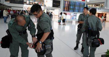 شرطة هونج كونج تقتحم مركز تسوق بعد تحول الاحتجاجات للعنف