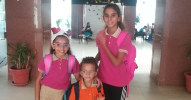 أول يوم مدرسة.. الأطفال العنود وعنان وعمير بأحلى يونيفورم