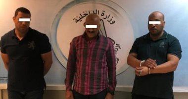 إحباط محاولة تجار مخدرات تهريب كميات من مخدر «الآيس» عبر مطار القاهرة ..صور