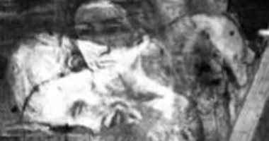 """صور.. العثور على """"المرأة المفقودة"""" خلف لوحة """"عازف الجيتار"""" لـ بيكاسو"""