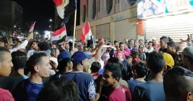 صور.. أهالى السويس ينظمون وقفة لتأييد الرئيس السيسى بميدان الأربعين