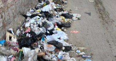 قارئ يشكو انتشار القمامة بشارع ترعة الجبل فى حلمية الزيتون
