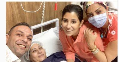 آيتن عامر تطالب جمهورها بالدعاء لوالدتها بالشفاء العاجل