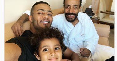 محمد رمضان بصحبة ابنه فى زيارة سريعة لشقيقه بأمريكا