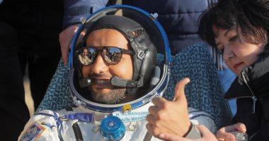 رائد الفضاء الإماراتي هزاع المنصورى يكشف عن بعض تمارين رواد الفضاء.. فيديو