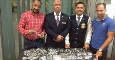 صور.. جمارك مطار برج العرب الدولى تحبط تهريب كمية من المشغولات الفضية